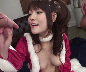 Beautiful youn babe sreads her