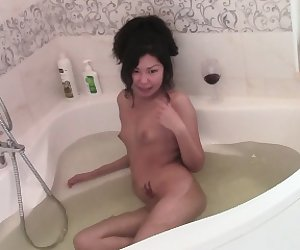Asian hottie masturbates during her bath time