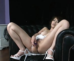 Another stunning Japanese babe in one top squirting scene!