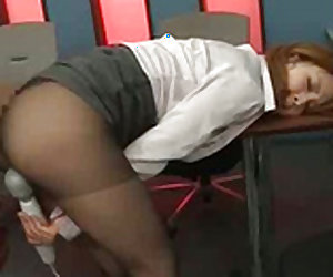 Tempting asian office lady in stockings is masturbating her slit